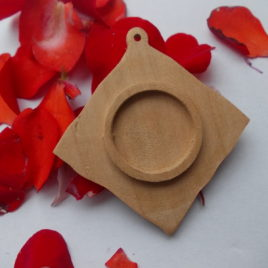 1 p Unfinished wooden 20 mm circle in a waving square pendant tray