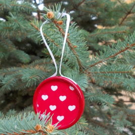 1 pc Christmas decoration – Red&white wooden and textile decoration with heart pattern
